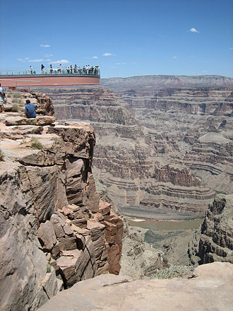 Saint-Gobain - Skywalk built with SG glass, looking over the Grand Canyon