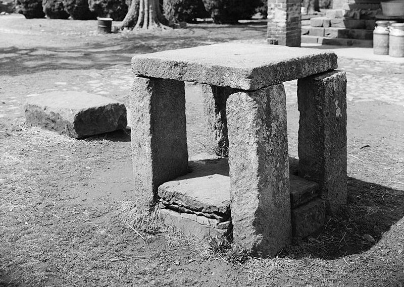 File:Slave auction block Green Hill Plantation.jpg