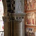 Smn, veduta in basilica dalla cantoria, 08 capitello trecentesco.jpg