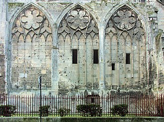 Blind arcade - Image: Soissons cathedral 104