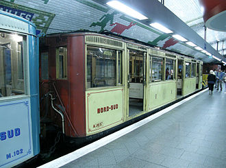 Paris Métro - A Nord-Sud Sprague-Thomson train with blue 2nd class and yellow 1st class cars