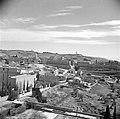 Stad met op de voorgrond vermoedelijk de afscheiding tussen Jordaans en Israëlis, Bestanddeelnr 255-0322.jpg