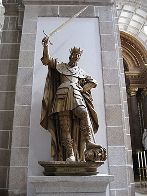 Fruela I of Asturias - Statue of Fruela I in the monastery of St. Julian in Samos, Galicia.
