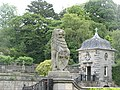 Stone lion, Pollok House - geograph.org.uk - 1357624.jpg