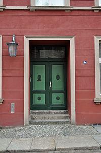 Stralsund, Fährstraße 6 a, Tür (2012-03-11), by Klugschnacker in Wikipedia.jpg