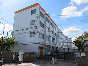 Takatsuki City Takatsuki 6th Junior High School.jpg
