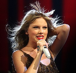 Taylor Swift podczas trasy koncertowej Speak Now World Tour w 2012 roku