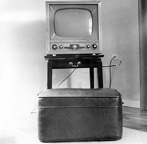 Cathode ray tube - Typical 1950s United States monochrome television set