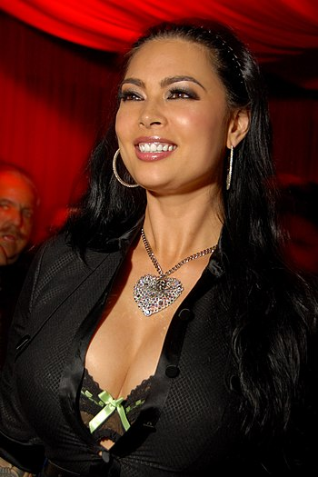 English: Tera Patrick watching her husband Eva...