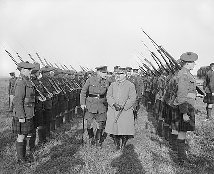 Douglas Haig and Ferdinand Foch inspecting the Gordon Highlanders, 1918 The Cooperation of the Allied Forces on the Western Front, 1914-1918 Q7179.jpg
