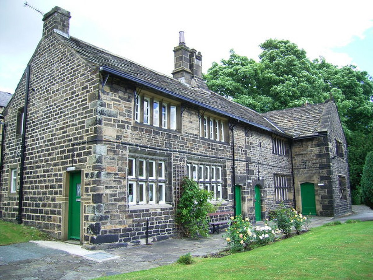 The Manor House,Slaithwaite - geograph.org.uk - 854400.jpg