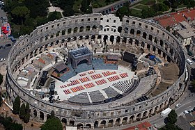 The new old amphitheater in Pula Istria (19629095974).jpg