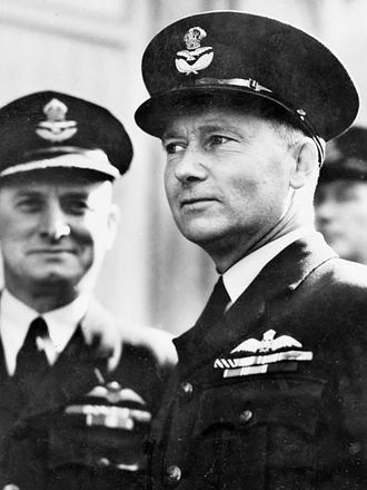 Thomas White (Australian politician) - Wing Commander White (right) serving with the RAAF in Great Britain, March 1942