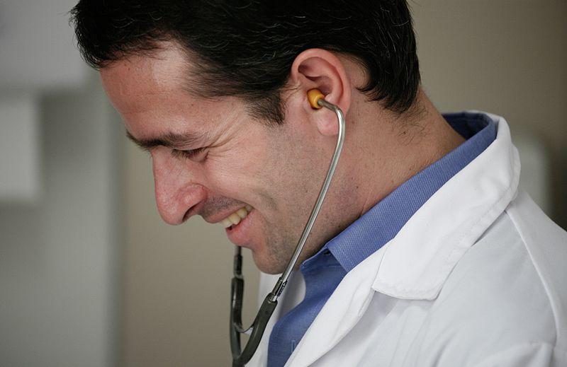 Médecin généraliste. Source : Alex Proimos/Wikipédia