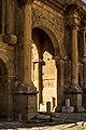 Timgad arc de triomphe porte.jpg