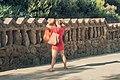Tomando fotos en el Parc Güell (8240152599).jpg