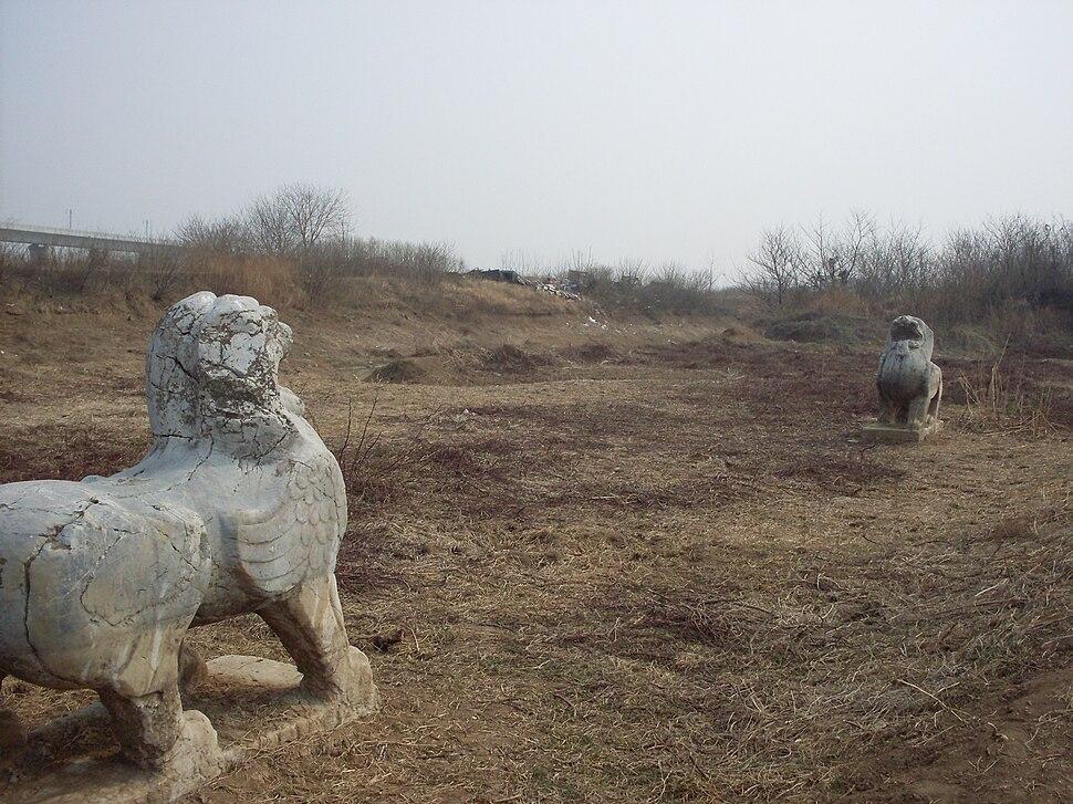 Tomb of Xiao Zhengli - Two Bixies