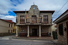 Town hall of Almadrones.jpg