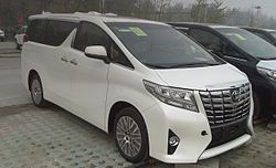 Toyota Alphard AH30 01 China 2016-04-13.jpg