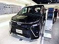 Toyota VOXY HYBRID ZS (DAA-ZWR80W) front.jpg