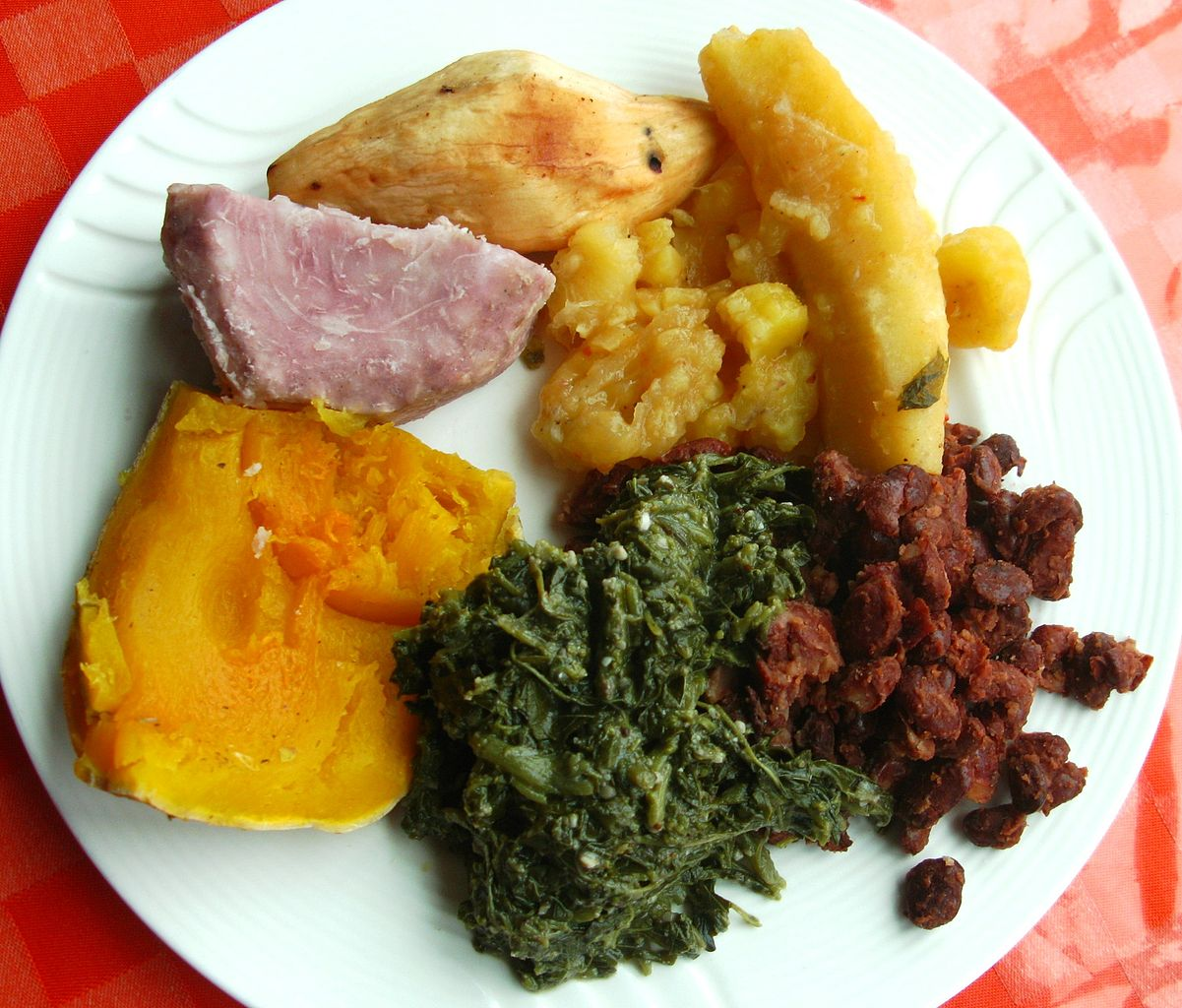 File:Traditional lunch taro, sweet potato, plantains ...