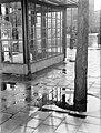 Tramhalte op een regenachtig Roelof Hartplein te Amsterdam, Bestanddeelnr 189-1341.jpg
