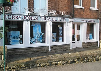 English: Travel agents in Churchill Road