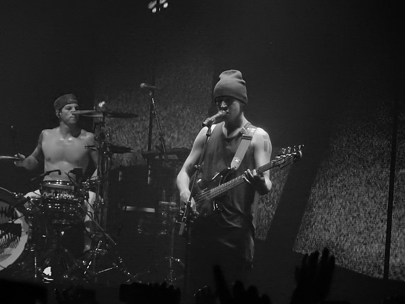 Twenty One Pilots, Alexandra Palace, London (30942538291).jpg