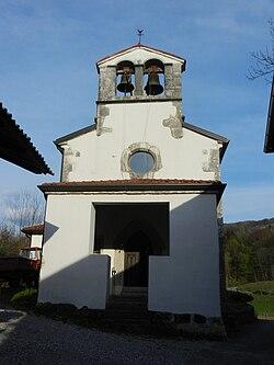 Ukanje (Britof) - cerkev sv. Kancijana (pročelje z zvončnico).jpg