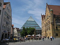 Ulm Marktplatz (market square) with town hall (right) and public library (center)
