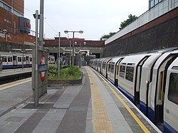Uxbridge station platforms 1 and 2 look east.JPG