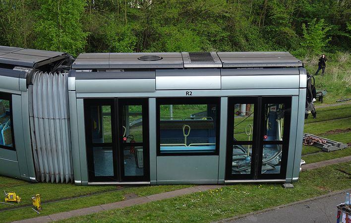 Valenciennes & Anzin - Déraillement de la rame de tramway n° 17 à la sortie du dépôt de Saint-Waast le 11 avril 2014 (007).JPG