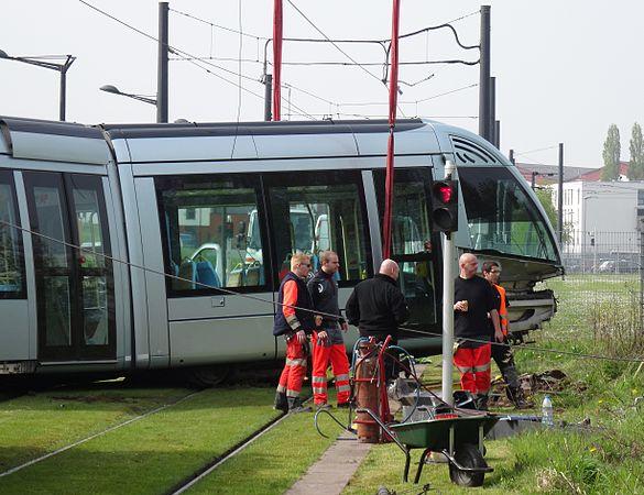 Valenciennes & Anzin - Déraillement de la rame de tramway n° 17 à la sortie du dépôt de Saint-Waast le 11 avril 2014 (022).JPG