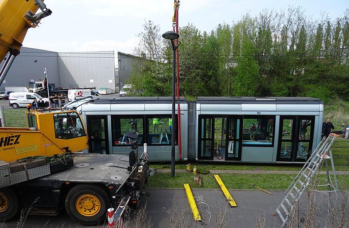 Valenciennes & Anzin - Déraillement de la rame de tramway n° 17 à la sortie du dépôt de Saint-Waast le 11 avril 2014 (082).JPG