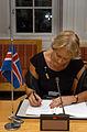 Valgerdur Sverisdottir, Islands samarbets- och naringsminister undertecknar ett nytt cpr-avtal.jpg