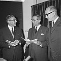 Van links naar rechts burgemeester Thomassen (Rotterdam), burgemeester Van Hall , Bestanddeelnr 918-3686.jpg