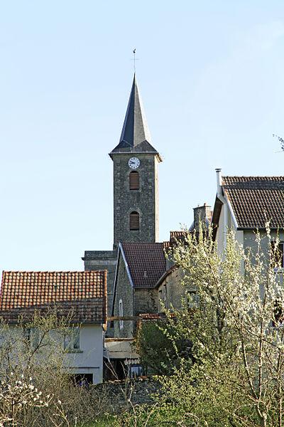 Clocher de l'église saint-Pierre de Vaux-Saules vu depuis le chemin du Puits