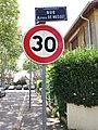 Vaulx-en-Velin - Allée de l'Église et panneau, depuis la rue Alfred de Musset.jpg