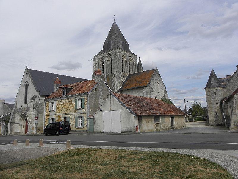 Église Saint-Vincent de Vernoil-le-Fourrier (49).