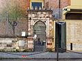 Via farini, sinagoga, porta 02.JPG