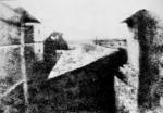 Point de vue du Gras   : La cour du domaine du Gras, dans le village de Saint-Loup-de-Varennes, première expérience réussie de fixation permanente d une image de la nature (Nicéphore Niépce en 1826).