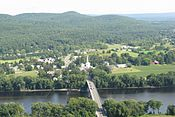 View of Sunderland from Mt Sugarloaf, Deerfield MA.jpg