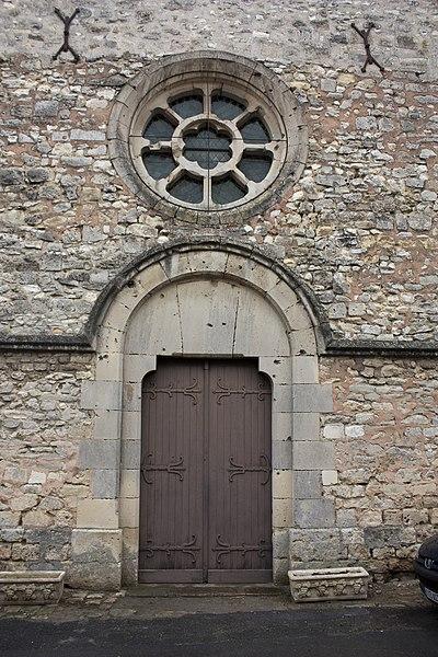 English:  West door of the church Saint Lié.