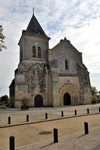 Villegouge église St Pierre 1.JPG