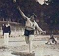 Violette Morris au lancer du poids en juillet 1926 (France-Belgique).jpg