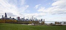 Vista del skyline de Chicago desde el Museo Field, Chicago, Illinois, Estados Unidos, 2012-10-20, DD 02.jpg
