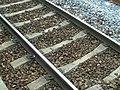 Voie de chemin de fer avec traverses en béton de type monobloc.jpg