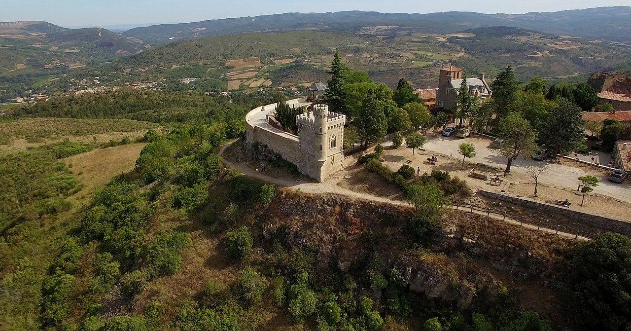Vue aérienne sur Rennes le Château et le domaine de l'abbé Saunière