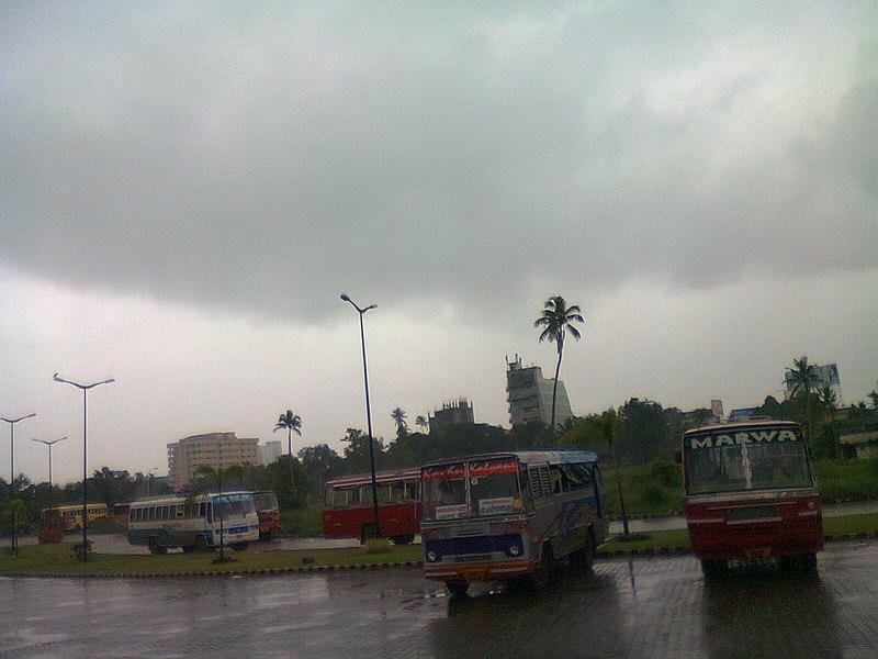 File:Vyttila hub,bus station,ernakulam - panoramio.jpg