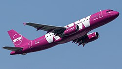 WOW air Airbus A320-232 (TF-SIS) at Frankfurt Airport.jpg